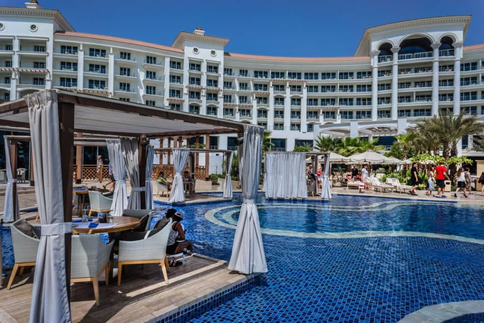 7 of The Best Beach Clubs for Families in Dubai - Waldorf Astoria The Palm | The Vacation Builder