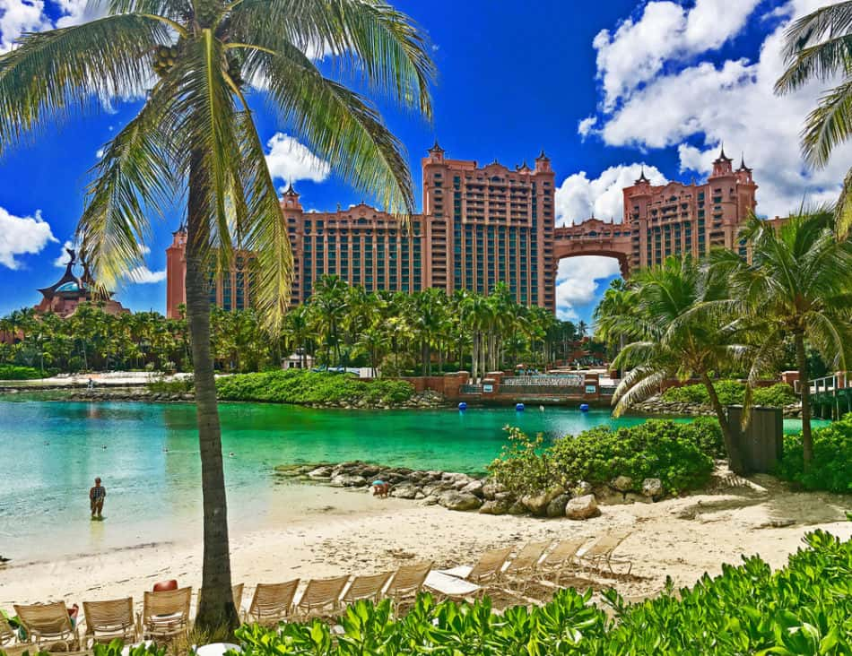 Atlantis The Palm vs Atlantis Bahamas - Which is in the Best Location | The Vacation Builder