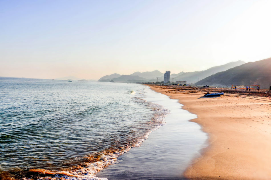 Sharjah or Fujairah for a Vacation? Where Has The Best Beaches? | The Vacation Builder